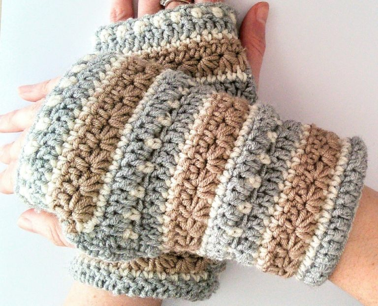 Free pattern for January sky crochet wrist warmer
