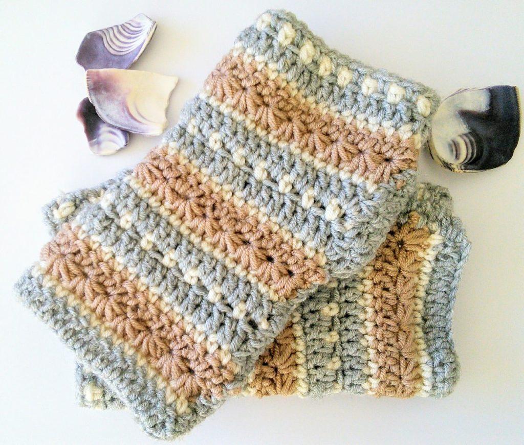 Free pattern for January sky crochet wrist warmer