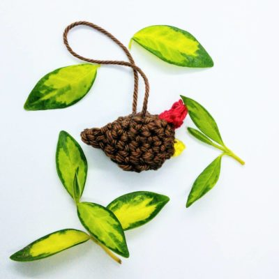 Free crochet pattern - mini hen Easter ornament