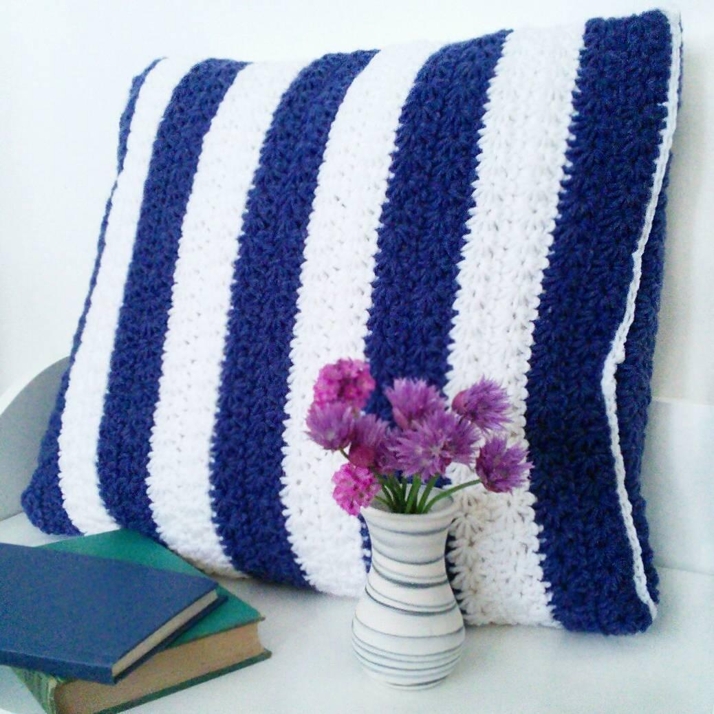 Stars and Stripes Free Crochet Pillow Pattern - Crochet Cloudberry