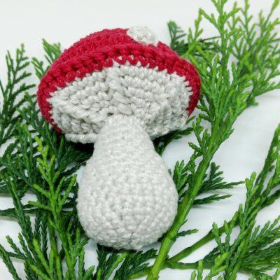 Toadstool Christmas Bauble - Free Crochet Pattern - Crochet Cloudberry