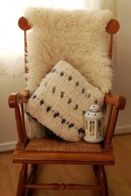 Snow Leopard Pillow - Free Crochet Pattern - Crochet Cloudberry