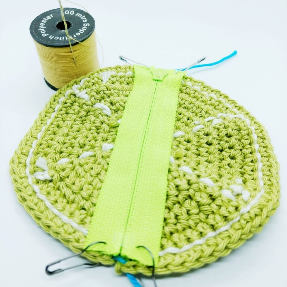 Sewing a zip into crochet