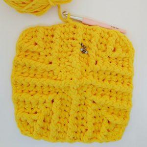 Free crochet pattern for baby blanket using chenille yarn - Aldi yarn